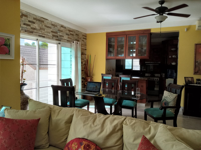 Wonderful little international community, secure condo community environment, wonderful retirement condo with lots of space.