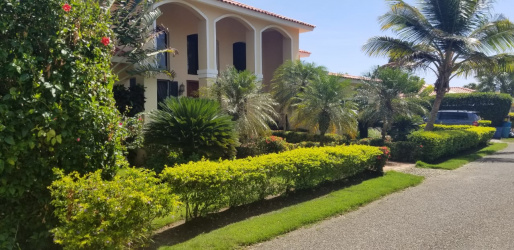 Live life in a Mediterranean Manor, lots of space, wonderful piece of Paradise